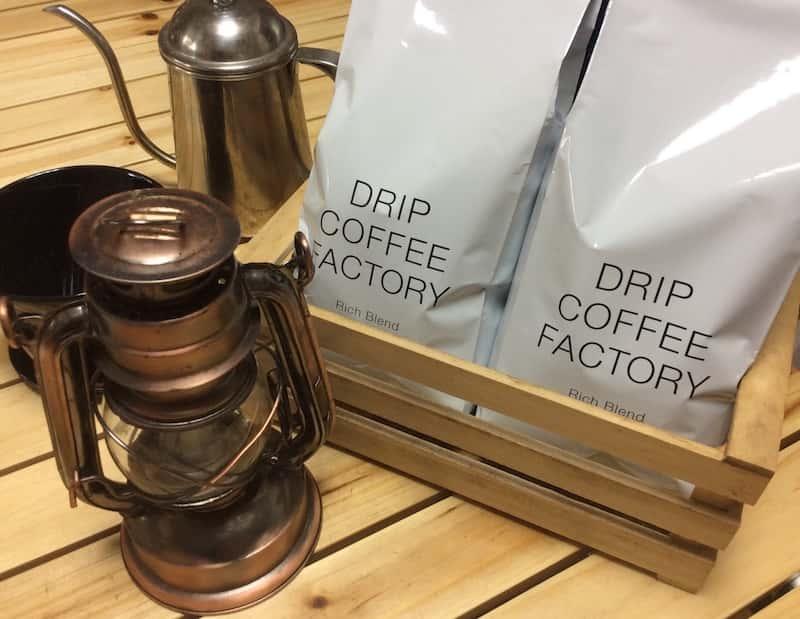 「ドリップコーヒーファクトリー」のコーヒー豆はパッケージもお洒落でインテリアになじむ