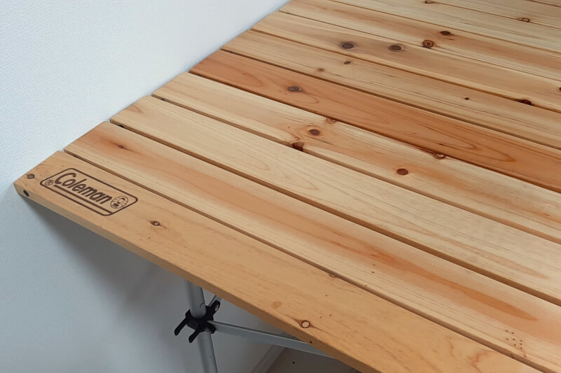 一人暮らしのダイニングテーブルとして普段使いできるコールマンのウッドテーブル